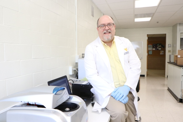 Siderovski_in_lab_1G0A2967